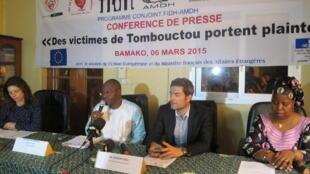 Plusieurs organisations de défense des droits de l'homme ont porté plainte à Bamako, ce vendredi 6 mars 2015, pour des crimes de guerre et crimes contre l'humanité commis par des jihadistes dans le nord du Mali, en 2012.
