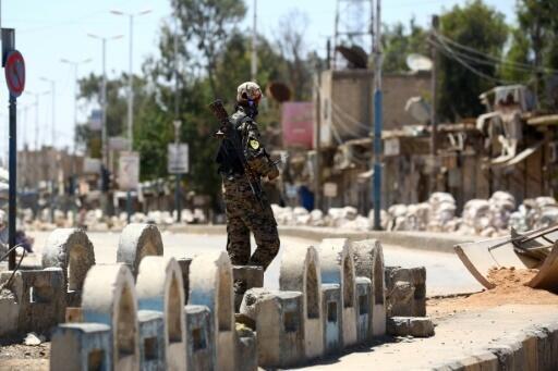 Combates contra os jihadistas do grupo EI em Raca