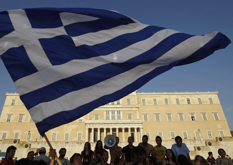 A Grécia corre grande risco de falência, segundo a imprensa francesa desta quinta-feira.