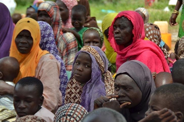 Wasu Mata da rikicin Boko Haram ya raba da muhallansu.