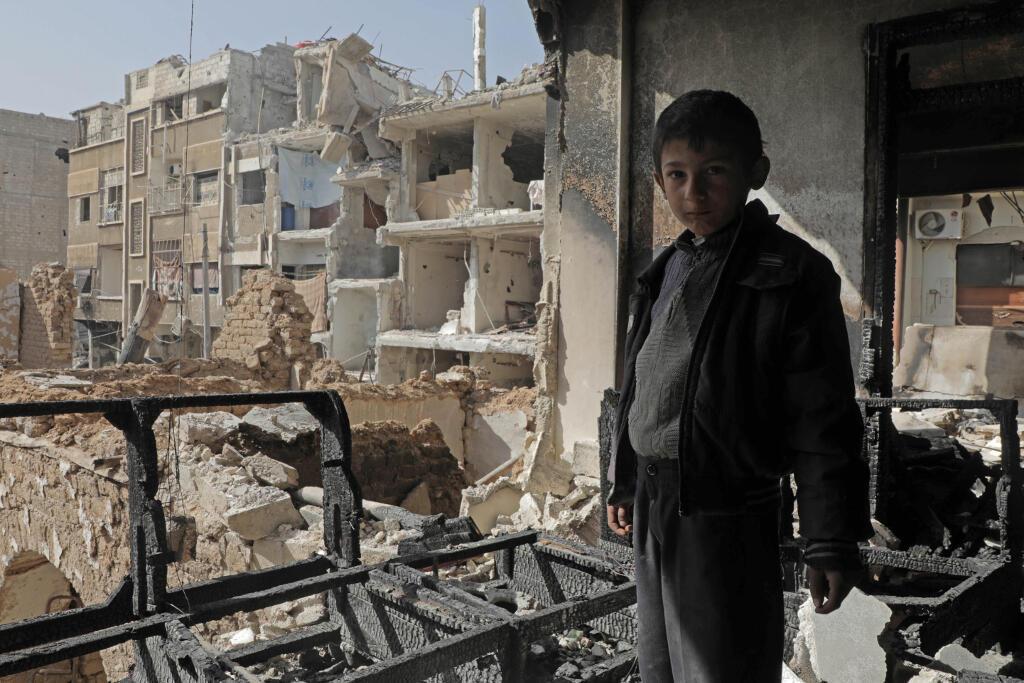 Một khu dân cư bị quân đội Syria oanh kích tại Douma, Đông Ghouta, ngày 25/03/2018.