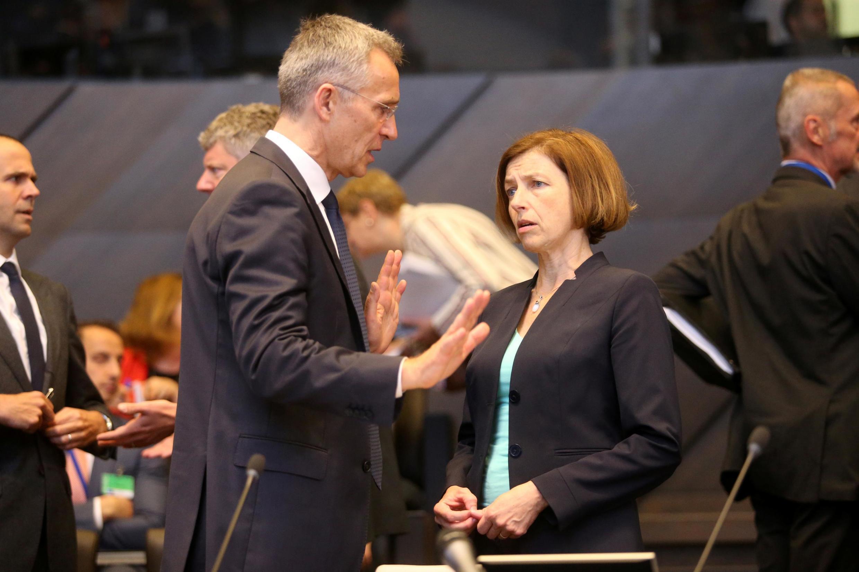 فلورانس پارلی وزیر دفاع فرانسه و ینس استولتنبرگ دبیرکل ناتو