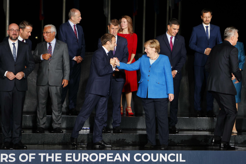 Emmanuel Macron, Angela Merkel y otros dirigentes de la Unión Europea y los países balcánicos a su llegada al castillo de Brdo (Eslovenia), el 5 de octubre de 2021