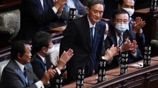 Yoshihide Suga élu Premier ministre japonais à la chambre basse du parlement à Tokyo, le 16 septembre 2020.