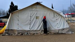 Le camp situé à la frontière a été rouvert exceptionnellement pour permettre aux migrants de dormir sur place dans de meilleures conditions.