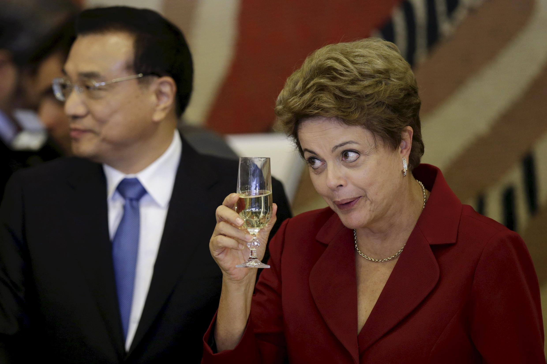 La présidente brésilienne Dilma Rousseff et le Premier ministre chinois Li Keqiang, lors de la visite de ce dernier à Brasilia, le 19 mai 2015.