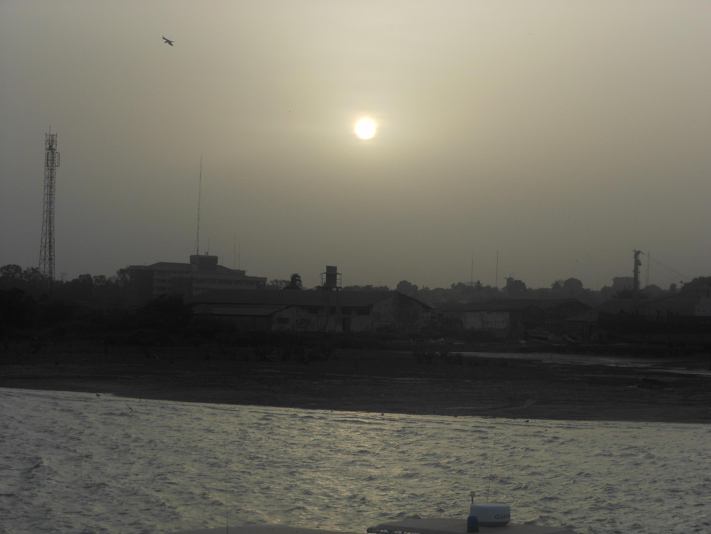 Porto de Bissau no final do dia