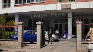 Devant la Cour Suprême d'Antananarivo. Ce mardi 11 septembre, la salle du Conseil d'Etat ne peut contenir tout le public venu nombreux assister à l'audience sur la requête d'annulation du décret portant convocation des électeurs au 7 novembre prochain.