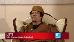 Кадр интервью Муаммара Каддафи французскому телеканалу France 24, 06/03/2011