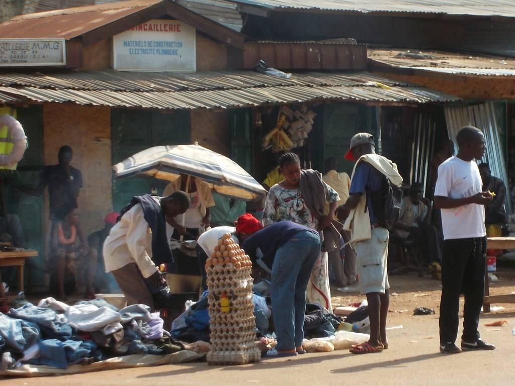 Les marchands du PK5, à Bangui, attendent le retour des forces de police.