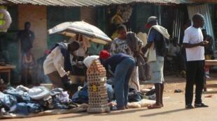 Scène de la vie quotidienne dans le quartier PK5, à majorité musulmane, à Bangui, Centrafrique.