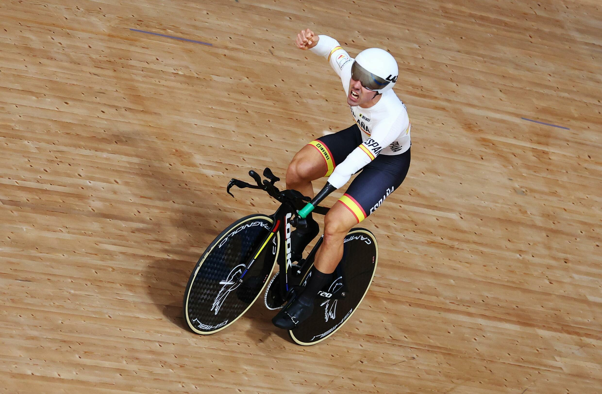 2021-08-26T081759Z_1349243229_SP1EH8Q0N1WAD_RTRMADP_3_PARALYMPICS-2020-CYCLING-TRACK