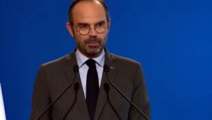 O primeiro-ministro francês, Edouard Philippe, anunciou nesta terça-feira (4) o congelamento por seis meses do aumento do preço dos impostos sobre os combustíveis.