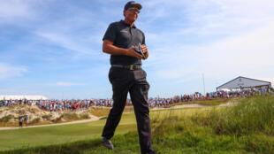 El estadounidense Phil Mickelson arranca como líder la ronda final del Campeonato de la PGA.