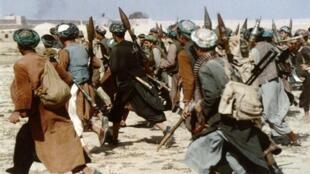 Assaut de miliciens anti-talibans à Kaboul, le 9 novembre 1996.