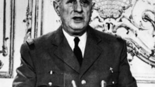 Le président Charles De Gaulle en tenue militaire lors de son allocution télévisée du 23 avril 1961.