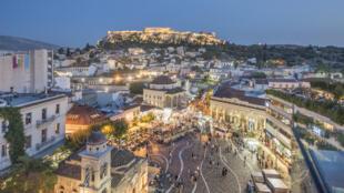 Athènes, vue de nuit.