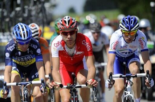 Nicolas Edet (en rouge) mène l'échapée du jour.