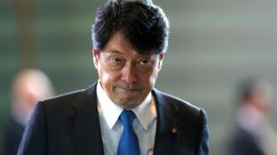 Le nouveau ministre de la Défense japonais, Itsunori Onodera, le 3 août 2017. Le Premier ministre Shinzo Abe souhaite réviser la Constitution pacifiste du pays à laquelle les Japonais sont attachés.