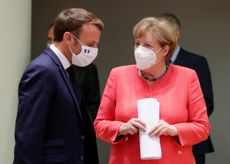 Rais wa Ufaransa Emmanuel Macron na Kansela wa Ujerumani Angela Merkel wakijadili kuhudu janga la COVID-19..