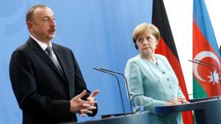 نشست مطبوعاتی مشترک آلمان و آذربایجان، با حضور الهام علیاف، رئیس جمهوری آذربایجان و آنگلا مرکل صدراعظم آلمان، در برلن. سهشنبه ٧ ژوئن ٢٠۱۶