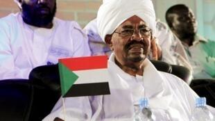 Presidente Omar el-Bashir, em campanha, a 9 de abri, em Mwaka, no quadro das eleiçoes de 13 a 15 de abril de 2015.