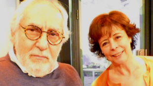 El realizador mexicano Arturo Ripstein con su mujer Paz Alicia Garciadiego en los estudios de RFI en París.