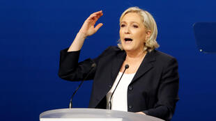 Marine Le Pen, candidata da Frente Nacional, durante o comício de primeiro de maio em Villepinte, na região parisiense.