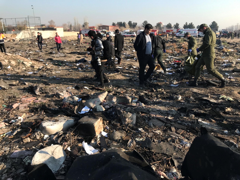Обломки самолета Boeing-737 «Международных авиалиний Украины», 8 января 2020.