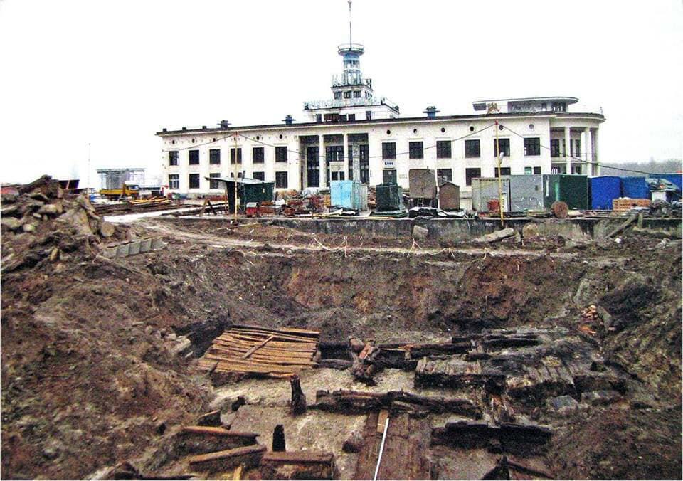 Les fouilles archéologiques dans le centre de Kiev qui dévoilent l'histoire de la capitale ukrainienne autour de l'an Mil.