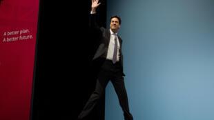 En meeting à Birmingham, samedi 14 mars, le leader de l'opposition travailliste Ed Miliband a fait cinq promesses.