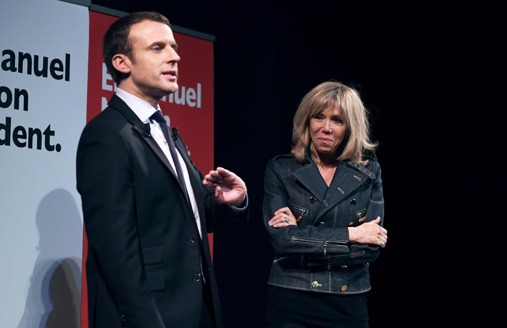 លោក Emmanuel Macron ហាត់ថ្លែងសុន្ទរកថាជាមួយភរិយានិងក្រុមការងារ