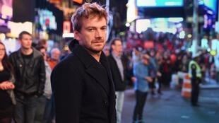 "El actor argentino Guillermo Pfening protagoniza ""Nobody's watching""."