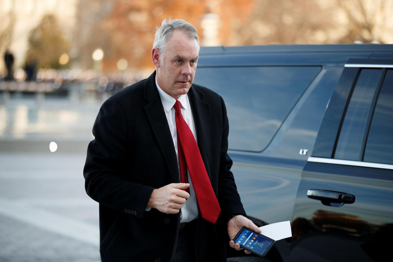 El secretario del Interior, RyanZinke, otro funcionario de la administración Trump que deja su cargo.