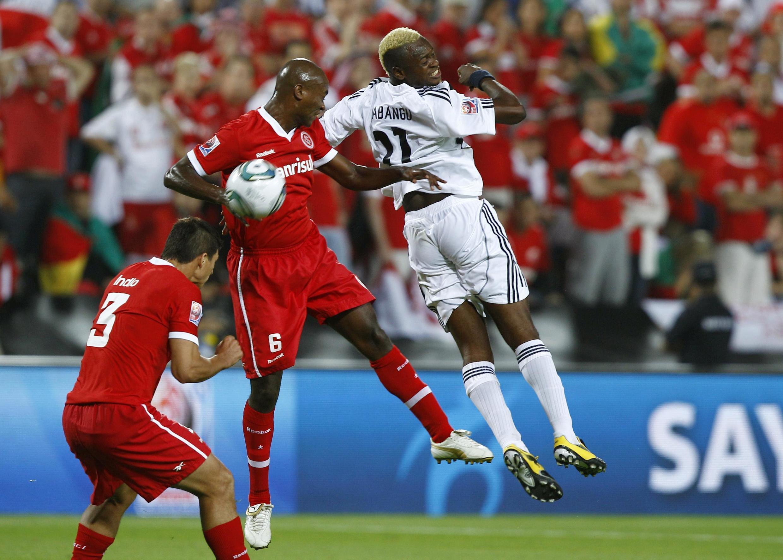 Kabangu et Kleber à la lutte pour le ballon.