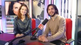 Annie Dutoit y Fernando Palomeque en los estudios de RFI