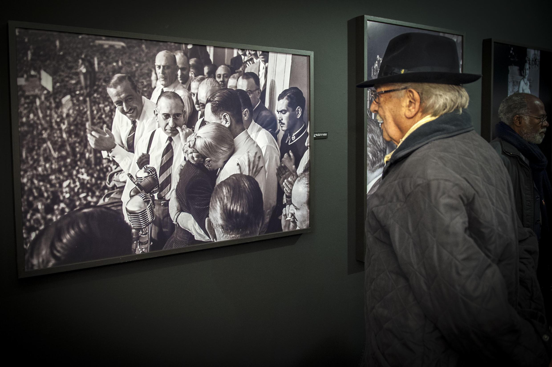 El artista Antonio Seguí en el vernisage de la exposición