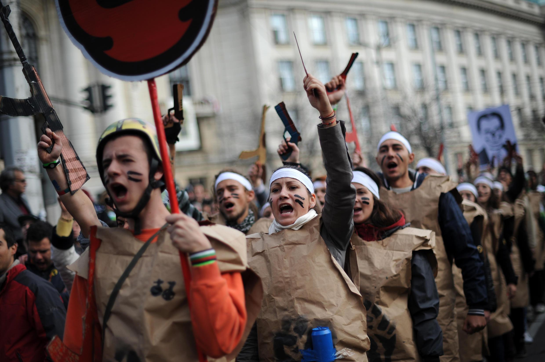 Des étudiants manifestent pour une plus grande morale dans la politique bulgare, à Sofia, le 20 novembre 2013.