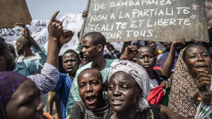 Des manifestants musulmans du PK5 protestent contre la présidente Samba-Panza, le 31 mai 2014, à Bangui.