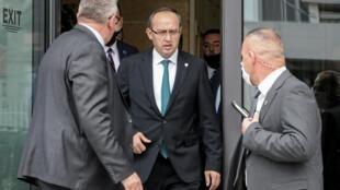 Le nouveau Premier ministre du Kosovo, Avdullah Hoti, a promis mercredi 3 juin de «normaliser» les relations avec la Serbie afin de parvenir à un «accord global».