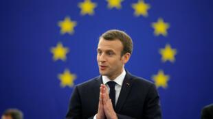 Le président français Emmanuel Macron prononce un discours avant un débat sur l'avenir de l'Europe au Parlement européen à Strasbourg, en France, le 17 avril 2018.
