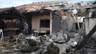 Cette maison de Mishmeret, au nord de Tel-Aviv, a été touchée par une roquette lundi 25 mars 2019.