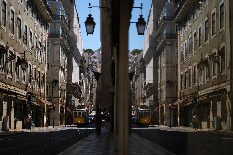 Le gouvernement a annoncé de nouvelles mesures de restriction à Lisbonne et dans deux autres villes, dont la station balnéaire d'Albufeira, dans la région touristique de l'Algarve.