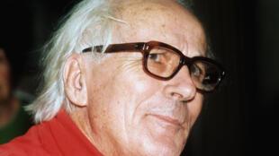 René Dumont, pacifiste et spécialiste du développement durable dans le tiers-monde, ancien ingénieur agronome, il sera le premier candidat écologiste à l'élection présidentielle en 1974.