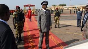 曾经发动军事政变的总统府卫队首领Diendéré 在瓦加杜古国际机场 (9月23日)