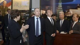 Владимир Путин и Дмитрий Медведев на открытии музея Ельцина, Екатеринбург, 25 ноября 2015.