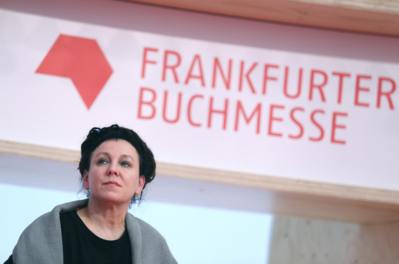 الگا توکارچوک برنده جایزه نوبل ادبیات سال ۲۰۱۸ در نمایشگاه بین المللی کتاب فرانکفورت