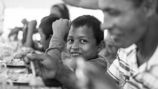 """Nhiều trẻ em Miến Điện bị bắt đi lính. Ngày 13/03/2016, có thêm 46 em được """"giải ngũ"""" (ảnh minh họa)."""