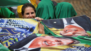 Apoiadores do novo presidente, Jair Bolsonaro, assistem à cerimônia de posse, 1° de janeiro de 2019.