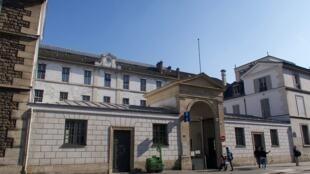 1280px-Hôpital_Necker-Enfants_malades_rue_de_Sèvres